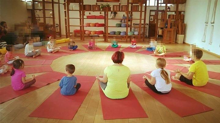Yoga Savitri - bambini.jpg
